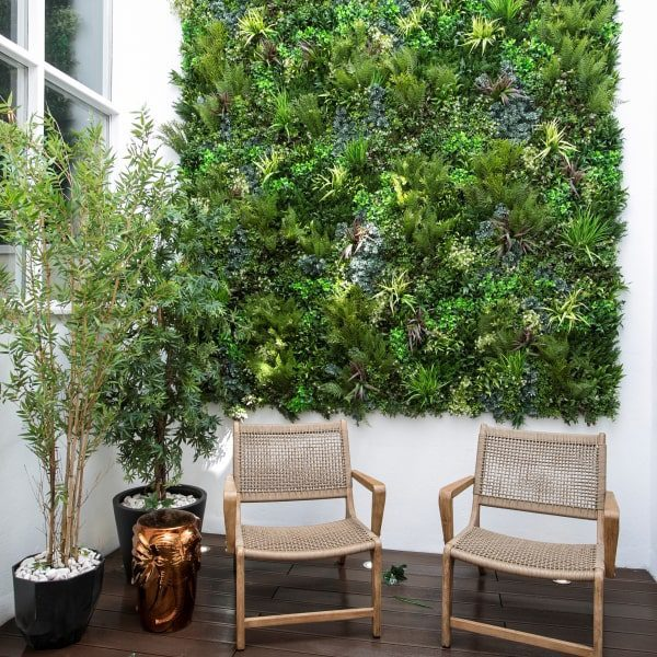 UV Protected Green Wall Privacy Screen