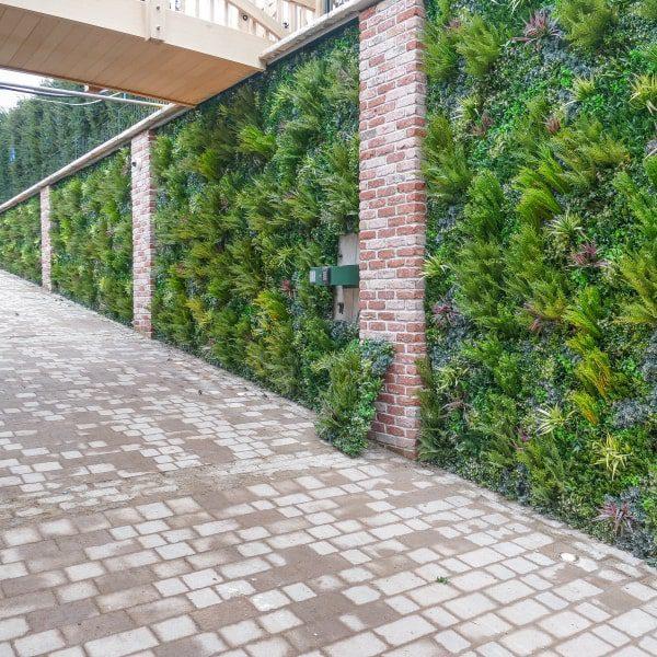 Natural-Looking Green Wall